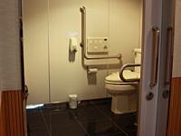 多目的トイレ<br> (車いす対応トイレ)